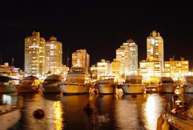 Costa Cruceros Fascinosa: Salida 21 y 24 de Diciembre de 2018 · 4días · Buenos Aires – Punta del Este – Montevideo - Buenos Aires